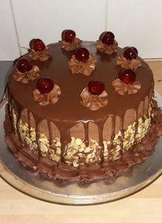 Chocolate Caramel Cake, Chocolate Cupcakes, Food Decoration, Polish Recipes, Keto Snacks, Cake Cookies, Cake Recipes, Cake Decorating, Birthday Cake