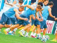 Uruguay vs. Inglaterra juegan partido decisivo para sus aspiraciones