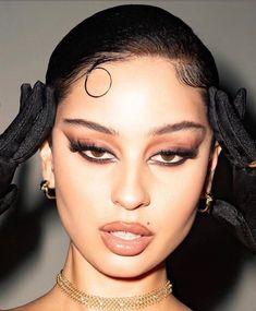 aesthetic makeup looks eyeliner * eyeliner looks aesthetic ` aesthetic makeup looks eyeliner ` white eyeliner looks aesthetic Makeup Eye Looks, Smokey Eye Makeup, Pretty Makeup, Skin Makeup, Grunge Eye Makeup, Dark Eye Makeup, Stunning Makeup, Eyeshadow Makeup, Makeup Brushes