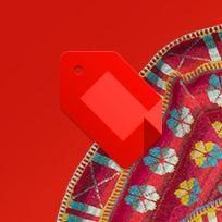 Christel Seyfarth designer hånd- og maskinstrik i unika design. Hendes farvestrålende strik er inspireret af den storslåede natur på vadehavsøen Fanø midt i Nationalpark Vadehavet. Sjaler. Frakker, jakker, bluser, huer. Modellerne er inspireret af gamle kostumer, tyrkiske frakker, Østens enkle tøjsnit, rokokoens voluminøse detaljer og meget mere – med mønstre af blomster, fugle, blade, tern, og ofte med et stænk af yndlingsfarven limegrøn.