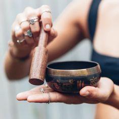 Tibetan singing bowl for my meditation Meditation Musik, Meditation Space, Singing Bowl Meditation, Chakra Meditation, Ayurveda, Sound Healing, Self Healing, Namaste, Tibetan Bowls