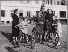 Koninklijk gezin op de fiets, jaren '50