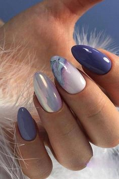 Ультрамодный маникюр 2019 минимализм на ногтях фото Designing your nails is usually lots of fun. It'll make a fashion statement. Explore the newest trends and styles to keep you up-to-date. Spring Nail Art, Nail Designs Spring, Spring Nails, Nail Art Designs, Nails Design, Summer Nails, Stylish Nails, Trendy Nails, Fancy Nails