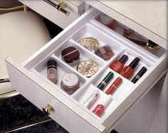Keep your daily necessities close at hand without having them scattered all over the bathroom! via @spotonorganizin