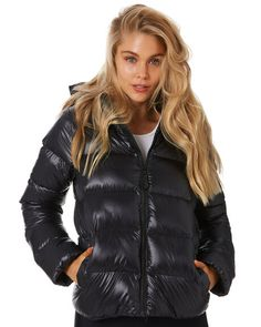 Jackets For Women, Clothes For Women, Wet Weather, Patagonia Jacket, Keep Warm, Hand Warmers, Raven, Parka, Winter Jackets