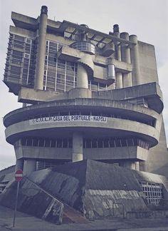 Casa dei lavoratori portuali van Aldo Lorris Rossi in Napels. Een mooie fotoserie van Diego De Rienzo.