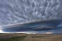 http://frontpage.fok.nl/special/727522/2/1/50/24-prachtige-storm-en-onweerswolken.html