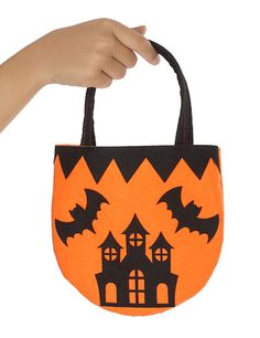 Bolso mansión encantada Halloween: Esta bolsa para caramelos mide alrededor de… Bricolage Halloween, Dulceros Halloween, Moldes Halloween, Halloween Sewing, Adornos Halloween, Halloween Disfraces, Ideas Para Fiestas, Halloween Decorations, Images