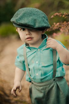 Super cute outfit. The flat hat is covering his eyes, so adorable!