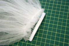 Gather the top to match the width of the comb