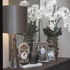 Styling on the entrance hall sideboard. Bespoke/custom mirror and cabinet and @portaromanauk lamp #interiordesign #interiorstyling #homedecor #luxuryinteriors #entrancehall #sophiepatersoninteriors