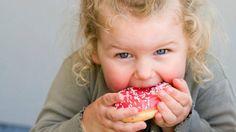 Obesidade: crianças pequenas consomem porção de tamanho adulto
