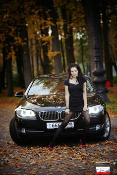 Woman In Car, Bmw Girl, Bmw Classic Cars, Bmw Love, Girls Heels, Model Outfits, Sweet Cars, Car Girls, Car Photography