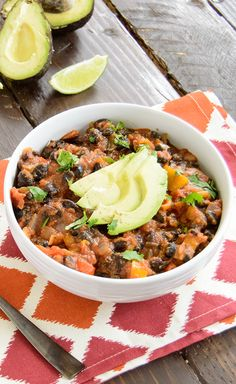 Ultimate Chili! Only 8 ingredients! This hearty chili will keep you full for hours and it's vegan!