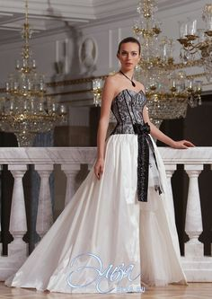 Cвадебное платье Казанова: а-силуэт, готический стиль, с асимметричной длиной, с вырезом сердечком, с непышной юбкой, со шлейфом, модель до 2016 года, без рукавов, платье, в ограниченном количестве, подходит высоким, основная ткань: кружево, тафта