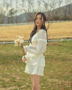 Kpop Girl Groups, Kpop Girls, Korean Girl Groups, Gfriend Profile, Kim Ye Won, G Friend, Korean Celebrities, Aesthetic Vintage, Girl Crushes
