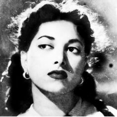 Suraiya Popular Actresses, Picture Movie, Vintage Bollywood, Indian Movies, Black N White, Beautiful Indian Actress, Bollywood Actress, Indian Actresses, Movie Stars