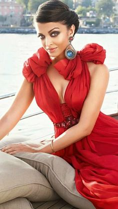 Exclusive Bollywood Actresses Hot HD Wallpapers, Heroine Photos, Girls Pictures, Indian Models Images, Bikini Babes & Beautiful Indian Celebrities from latest Photoshoots. Aishwarya Rai Photo, Actress Aishwarya Rai, Aishwarya Rai Bachchan, Bollywood Actress, Mangalore, Miss World, Most Beautiful Indian Actress, Beautiful Actresses, Bollywood Celebrities