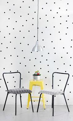 Parede de bolinhas. | Community Post: 30 formas incríveis de decorar suas paredes sem gastar quase nada