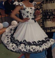imagenes de vestidos de huasa blancos