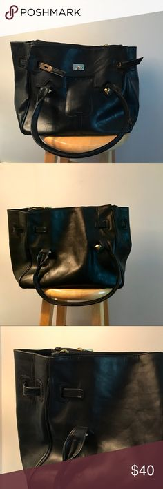 👜 Vegan Black Bag 👜 The most classic bag a person could ask for, without feeling guilty about the leather! Bags