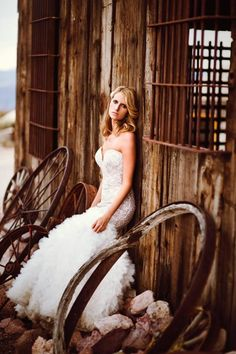 Rustic photo shoot with the bride | Chelsea Nicole Photography