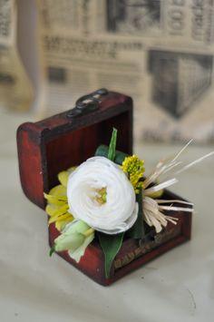 #Boutonniere pentru #mire la #nunta cu #livrare în Chișinău, #Moldova. Tray, Floral, Florals, Trays, Flower, Board, Flowers