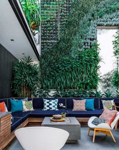 I love vertical gardens! Contemporary Patio by Marylou Sobel Interior Design Outdoor Patio Designs, Outdoor Landscaping, Outdoor Decor, Patio Ideas, Landscaping Ideas, Garden Ideas, Outdoor Pots, Porch Ideas, Outdoor Seating Areas