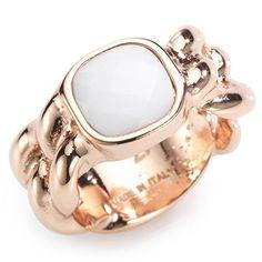 TOV Modischer Ring mit zart schimmerndem Achat.  Dieser zauberhafte platinierte Brass-Ring aus unserer TOV Schmuckkollektion trägt einen wunderschönen kissengeschliffenen Achat zur Schau – ein anmutiger Farbtupfer für die Hand.  Maße: Ringkopf: ca. 1 cm Ringschiene: ca. 9,6 mm