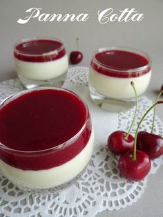 Panna Cotta au thermomix - Curieusement Bien of fresh cream of milk 2 sachets of vanilla s Dessert Thermomix, Thermomix Scones, Summer Dessert Recipes, Köstliche Desserts, Delicious Desserts, Delicious Chocolate, Cooking Chef, Cooking Recipes, Patisserie