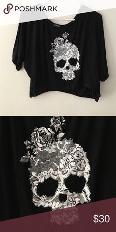 BeBe Skull Crop Top M/L Adorable with jeans or shorts for summer or a night out. bebe Tops Crop Tops