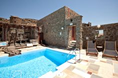 Experience unforgettable moments with comfort, privacy and genuine island style in the traditional villas of Habitart! Orange House, Traditional Kitchen, Vacation Villas, Places To See, Swimming Pools, Greece, In This Moment, Mansions, House Styles