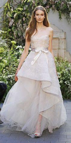 モニークルイリエの新作ドレスから学ぶ♡2017年春のドレストレンドは『立体感』が重要らしい*にて紹介している画像