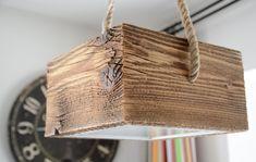 Drewniana lampa wisząca na linie