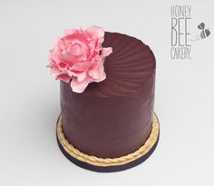 Elegantly simple Peonys by The Honeybee Cakery