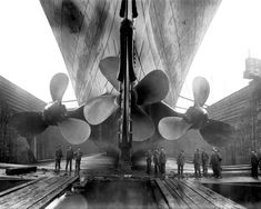 RMS TITANIC THREE PROPELLERS SEEN WHILE IN DRY DOCK - 8X10 PHOTO (FB-965) | eBay