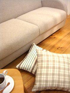 NIMO クッションは、置くとSOFAやラグの雰囲気をより良く見せて くれますよね。 みなさんのお部屋にはクッションがありますか? (通販ブログから)