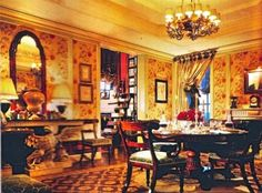 The Devoted Classicist: Mark Hampton for Susan and Carter Burden, 1020 Fifth AvenueThe Dining Room of the Burden apartment at 1020 Fifth Avenue as decorated by Mark Hampton. Photo by Scott Frances for HG magazine. Traditional Interior, Classic Interior, British Country, Magazine Images, French Colonial, Interior Decorating, Interior Design, Drawing Room, Beautiful Interiors