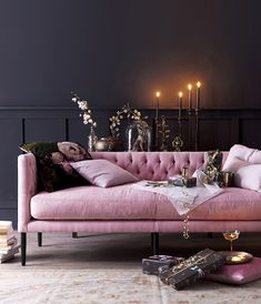 Home Inspo! How pretty is this set up? So in love with this pink sofa Home Inspo! How pretty is this set up? So in love with this pink sofa Decor Room, Living Room Decor, Bedroom Decor, Home Decor, Art Deco Interior Living Room, Art Deco Sofa, Casa Lea, Living Room Designs, Living Spaces