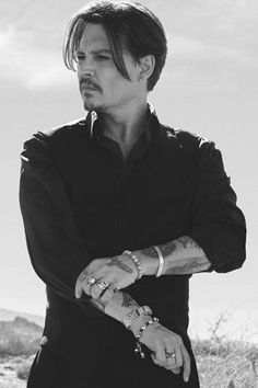 Johnny Depp's 11 Essential Style Lessons – Celebrities Woman Young Johnny Depp, Here's Johnny, Johnny Depp Movies, Johnny Depp Pictures, Fangirl, Captain Jack Sparrow, Hollywood Stars, My Idol, Beautiful Men