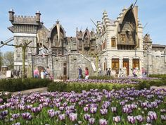 'De vliegende Hollander' in the Efteling theme park with beautiful, purple flowers on the front. Cool Themes, Summer Travel, Fantasy World, Barcelona Cathedral, Outdoor Gardens, Holland, Vacation, Mansions, House Styles