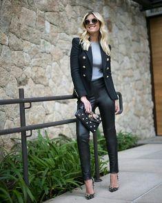 Lala Rudge, blazer estilo nave, blusa cinza, calça de couro, scapin com estampa de oncinha, animal print