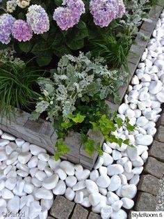 kekkilä,reunakivi,kukka-allas,istutusryhmä,moderni,piha,etupiha,noppakivi,laatta,betoni,muratti,hortensia,puutarha,istutus
