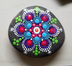 Piedra nueva Mandala  pintado Rock  punto por P4MirandaPitrone