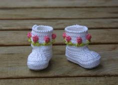 CROCHET PATTERN Baby Booties With 3D Roses PDF by SpringFresh