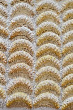 arra kell ügyelni, hogy körülbelül percenként vegyük ki a mikróból, keverjük Hungarian Desserts, Hungarian Cake, Hungarian Recipes, Hungarian Food, Austro Hungarian, Xmas Desserts, Sweet Desserts, Sweet Recipes, Hannukah Cookies