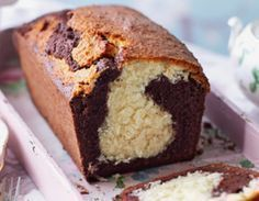 Budín marmolado húmedo | Recetas de Johanna Prato Pound Cake Recipes, Brownie Recipes, Bolo Normal, Delicious Desserts, Dessert Recipes, Plum Cake, Pan Dulce, Bread Cake, Eat Dessert First