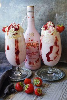 Baileys Milkshake, Baileys Drinks, Strawberry Milkshake, Baileys Recipes, Milkshake Recipes, Smoothie Recipes, Smoothie Drinks, Smoothies, Dessert Drinks
