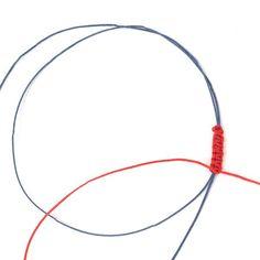 Noeud coulissant Macramé ou Noeud carré - Perles Corner Bracelet Fil, Macrame, Diy And Crafts, Hoop Earrings, Corner, Couture, Jewelry, Bangle Bracelets, Making Bracelets
