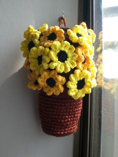Pot of sunflowers bagholder - wish I could find a pattern for this.
